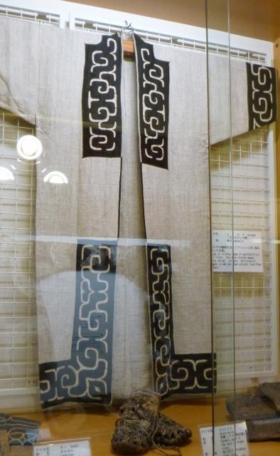 Ainu clothing (394x640)