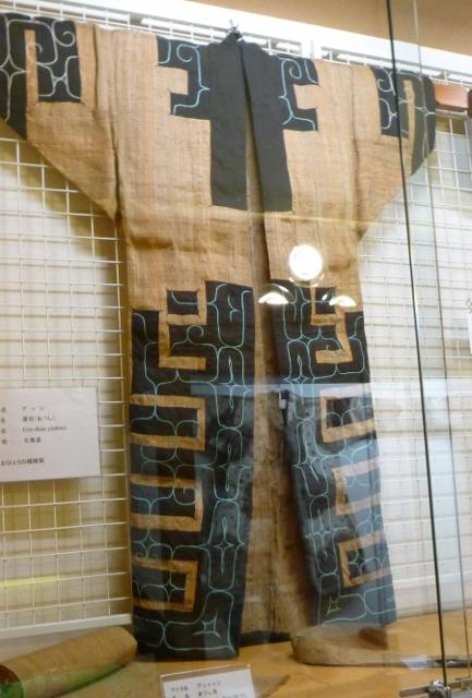 Ainu clothing2 (433x640)